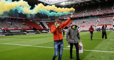english-premier-league:-manchester-united-v-liverpool-postponed-after-protests-leave-two-officers-injured