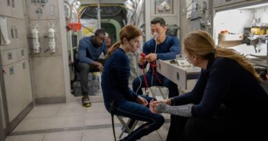 anna-kendrick-says-netflix-space-thriller-'stowaway'-hits-home-in-pandemic