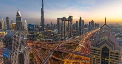 loop-on-emirates-road-in-dubai,-heading-to-sharjah,-closed-for-the-weekend